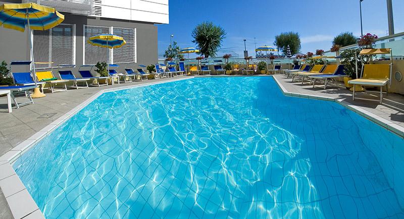 Hotel riccione con piscina 3 stelle albergo con terrazza solarium club hotel riccione - Piscina di riccione ...
